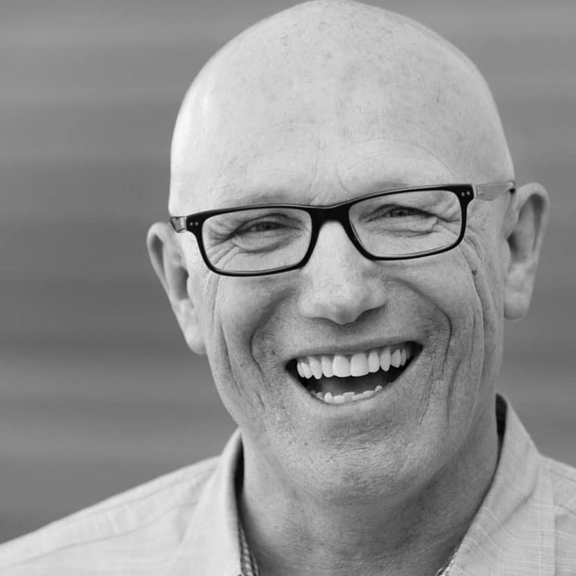 Creative Connections: Leading the crowd to intimacy with God by Rick Muchow